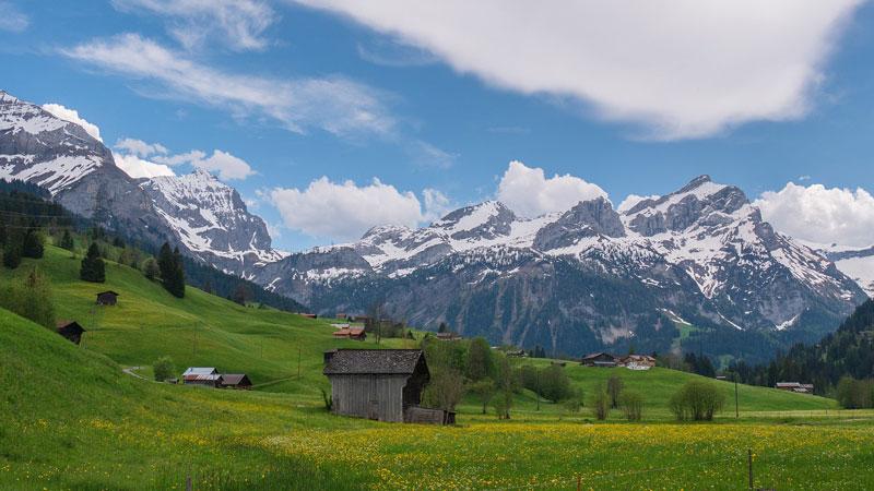 ландшафт бернских Альп в ясный день